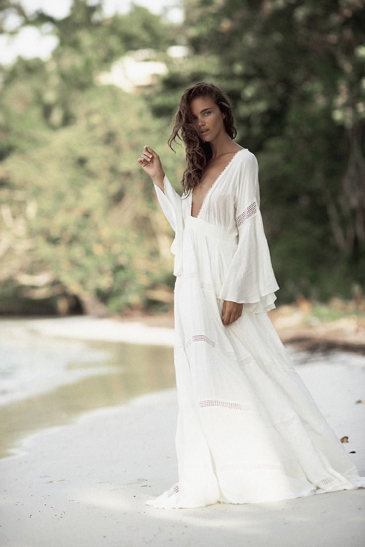 Belle robe blanche maxi cotonnade manches tres longues for Robe maxi blanche mariage