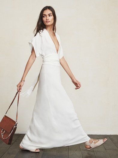 Robe longue blanche originale coton tres decollete