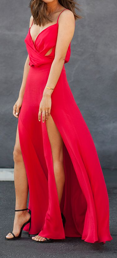 Robe rouge fendue cuisse