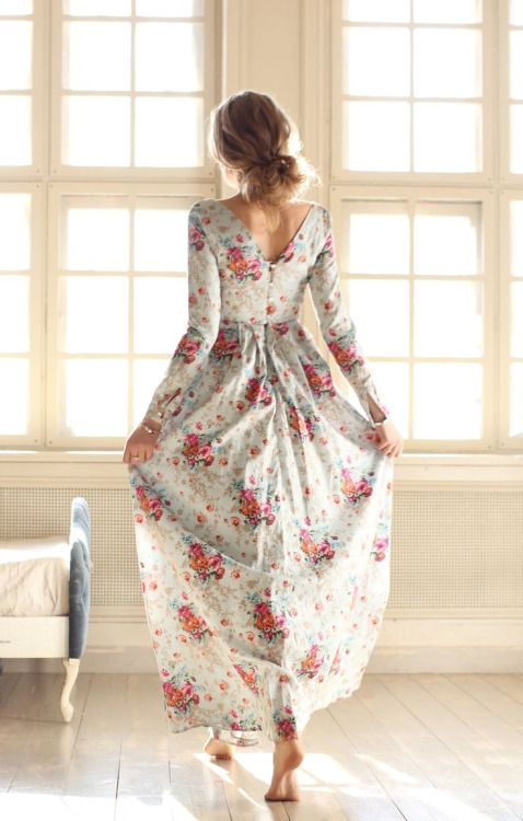 Robe longue fleurie delicate manches longues