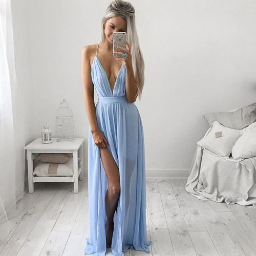 Robe bleu lavande mousseline longue tres echancree decollete