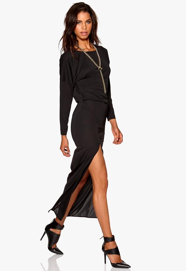 Robe noire fendue courte devant longue derriere