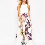 longue robe ete habillee blanche sans manche a motif colore