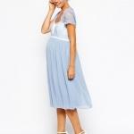 robe longue de grossesse habillee dentelle blanche et bleu pale
