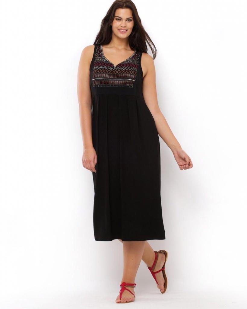 robe longue grande taille dentelle noire decollete en v