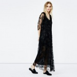maje robe longue noire en dentelle raffinee encolure en v