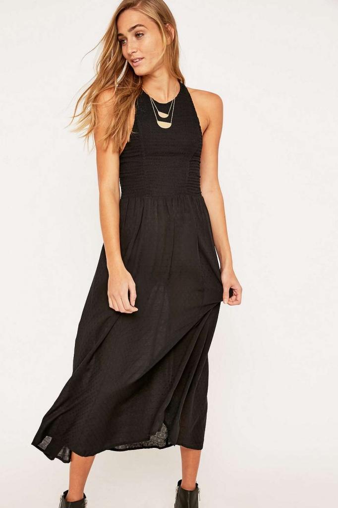 robe longue urban outfitter noire dos nu boheme et vaporeuse