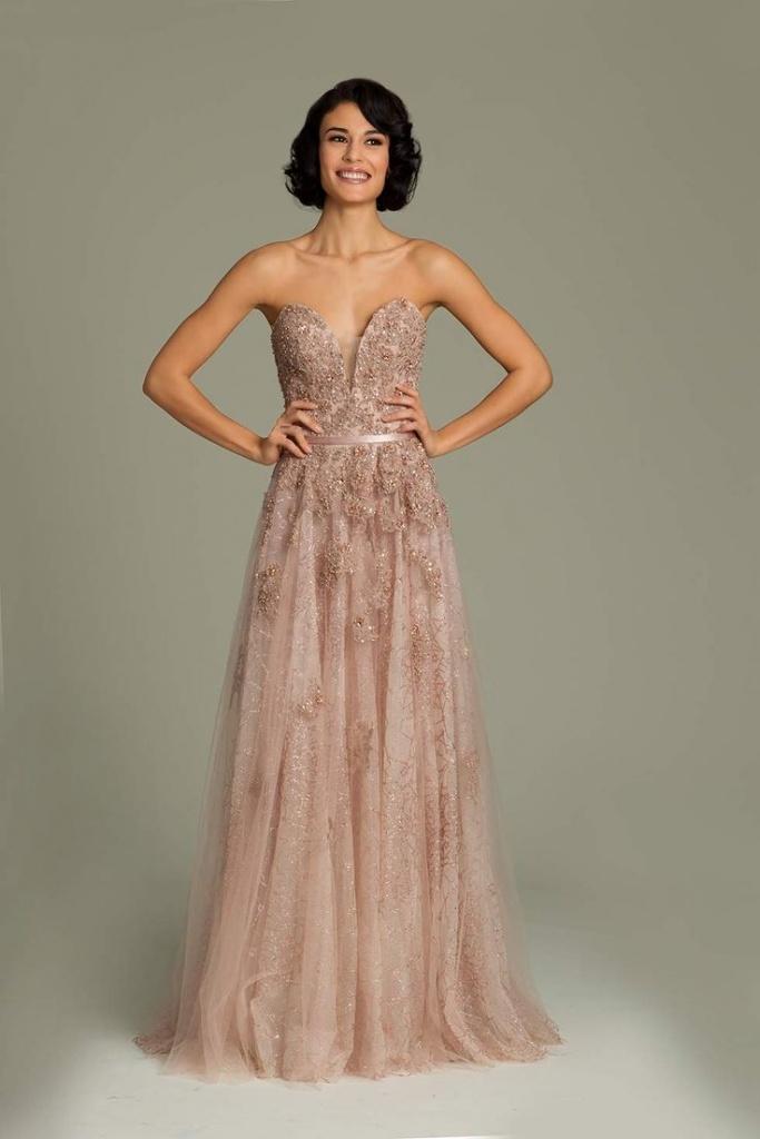 magnifique robe longue bustier rose beige mousseline et dentelle très decollete
