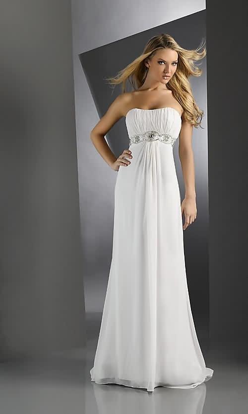 robe bustier blanche longue  en mousseline avec fine ceinture argentee