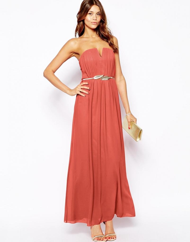 robe bustier longue corail avec ceinture fine argentee