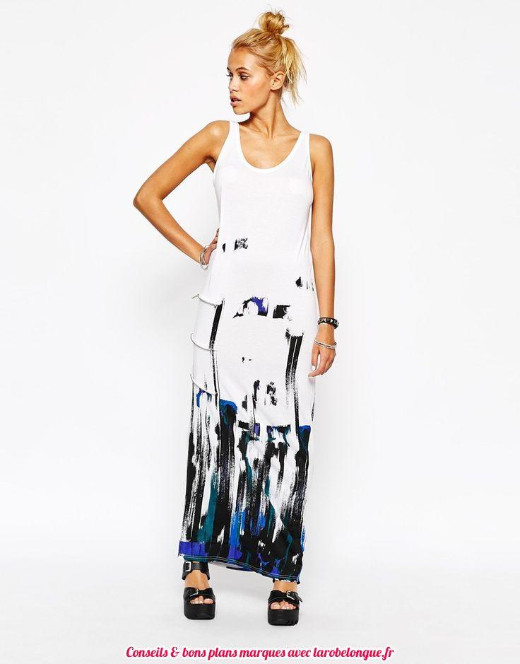 robe longue coton blanche et imprime graphique bleu et noir sur le bas
