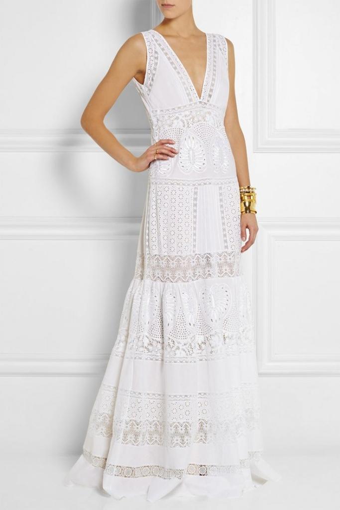 robe longue coton blanche sans manche avec broderie anglaise et volant maxi longueur
