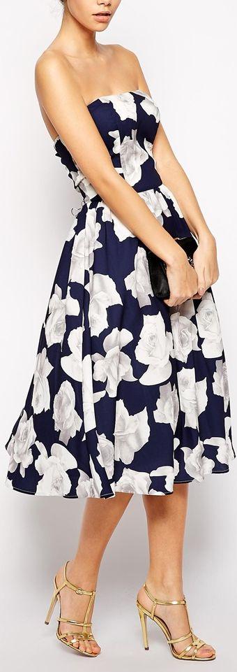 robe mi longue bustier ete fleurie blanche sur fond bleu marine