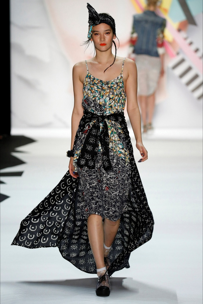 Robe longue asymetrique desigual collection ete 2016