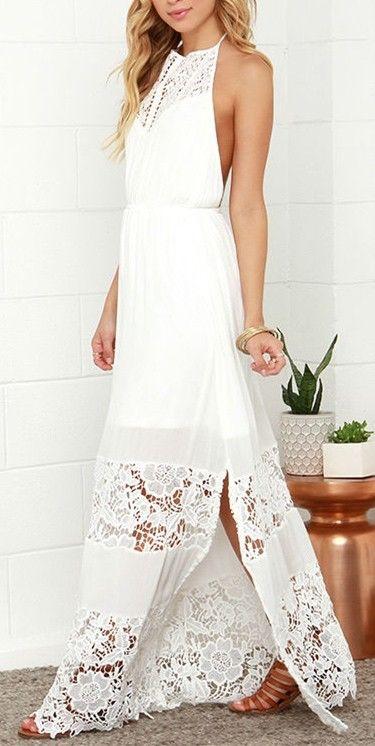 Belle longue robe blanche fendue mollet et belle dentelle