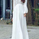 Belle robe blanche longue fluide manches longues