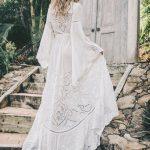 Belle robe longue blanche fluide boheme manche longue