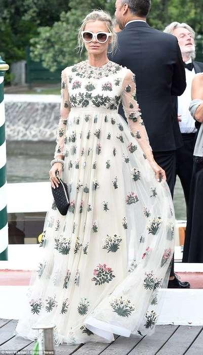 Belle robe longue blanche voile manche imprime original