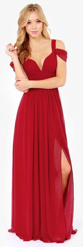 Belle robe longue femme rouge doubles bretelles tombantes et fendue