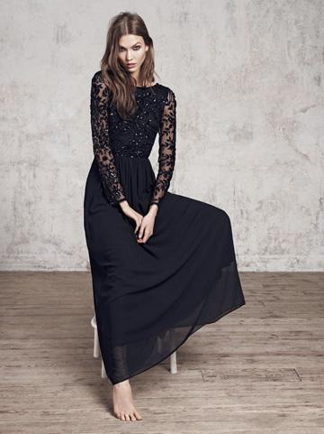 Belle robe manches longues dentelle fluide voile noire