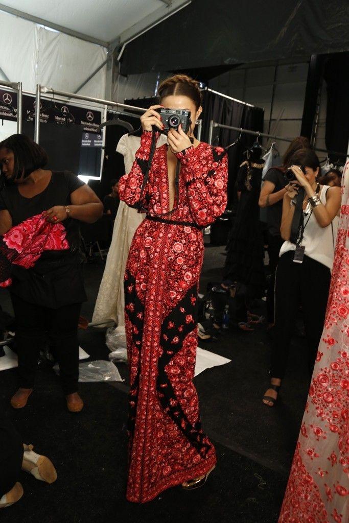 Jolie robe longue rouge et noire de createur