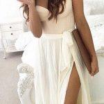 Longue robe blanche creme bustier avec coque nouee fendue haut cuisse