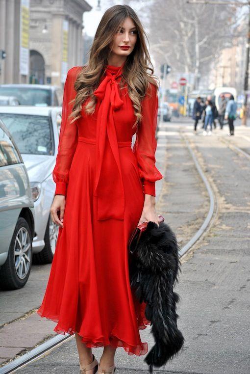 Longue robe rouge tres fluide mousseline a manches longues