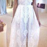 Ravissante dentelle sur cette robe longue blanc esprit lingerie