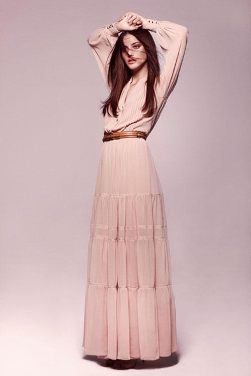 Ravissante robe mango longue esprit boheme rose a volant manches longues