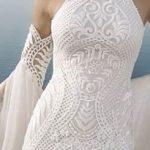 Robe blanche longue fourreau en dentelle tres moulante