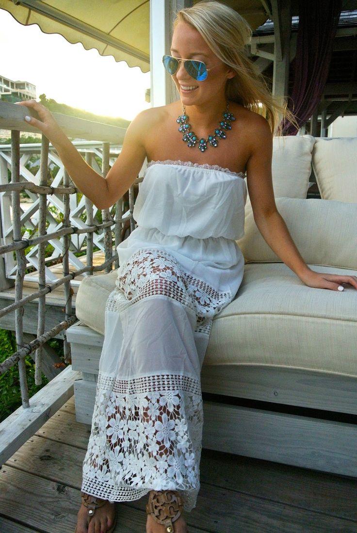 La robe dos nu en dentelle blanche sur Bustiers et Corsets