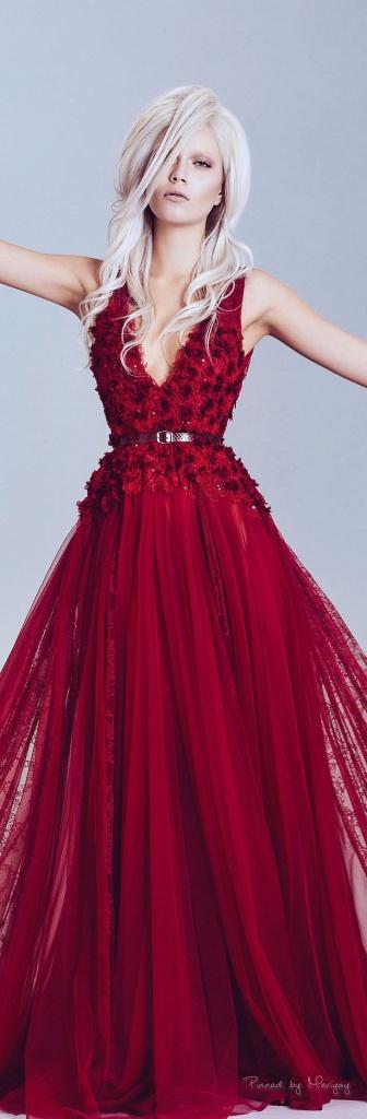 Robe de soiree ou gala longue rouge dentelle