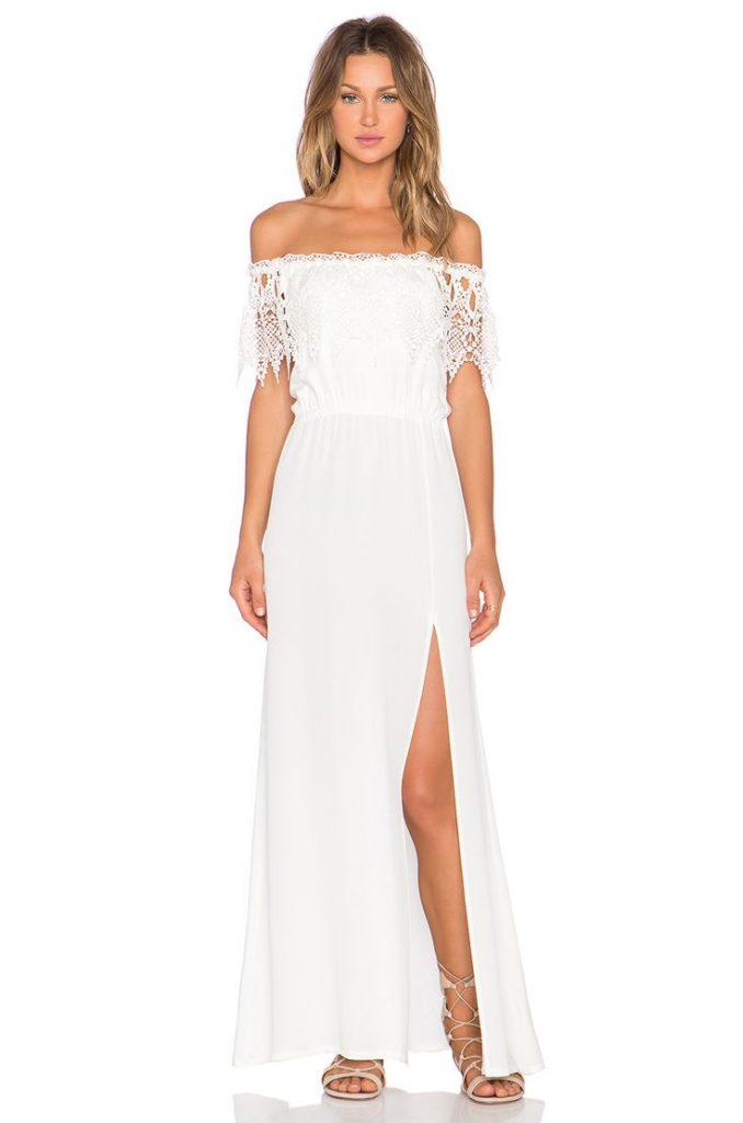 Robe longue blanche epaules nues fendue sur cuisse droite