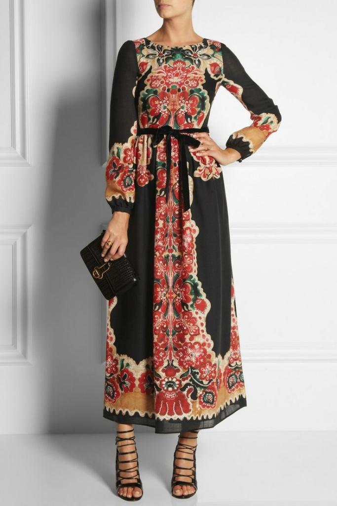 Robe longue boheme noire imprime rouge