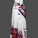Robe longue bustier rouge et jupe blanche avec motif rouge bleu