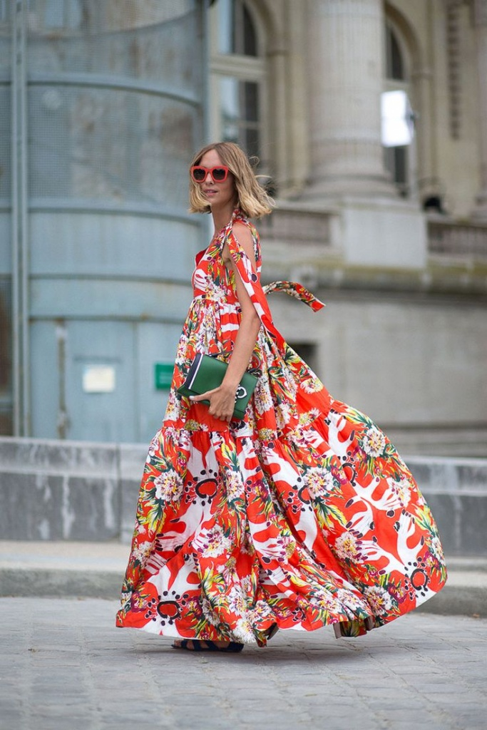 Robe longue femme rouge ete tres fluide avec jolis motifs