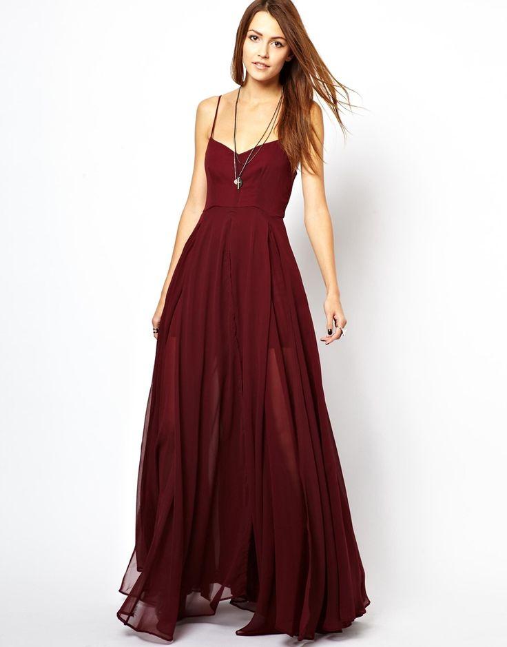 Robe longue femme rouge tres foncee a fines bretelles et voiles