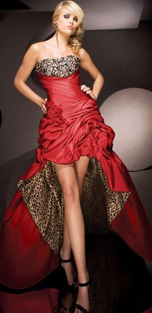 Robe longue rouge moulin rouge bustier asymetrique et imprime animal