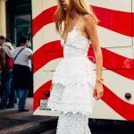 Robe originale longue blanche dentelle plumetis et volants