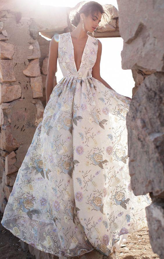 Magnifique robe longue imprime roses decolette profond
