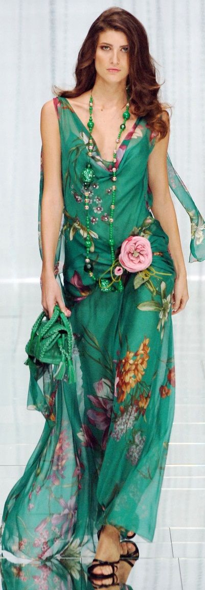 Robe a fleur longue tres fluide fond vert emeraude