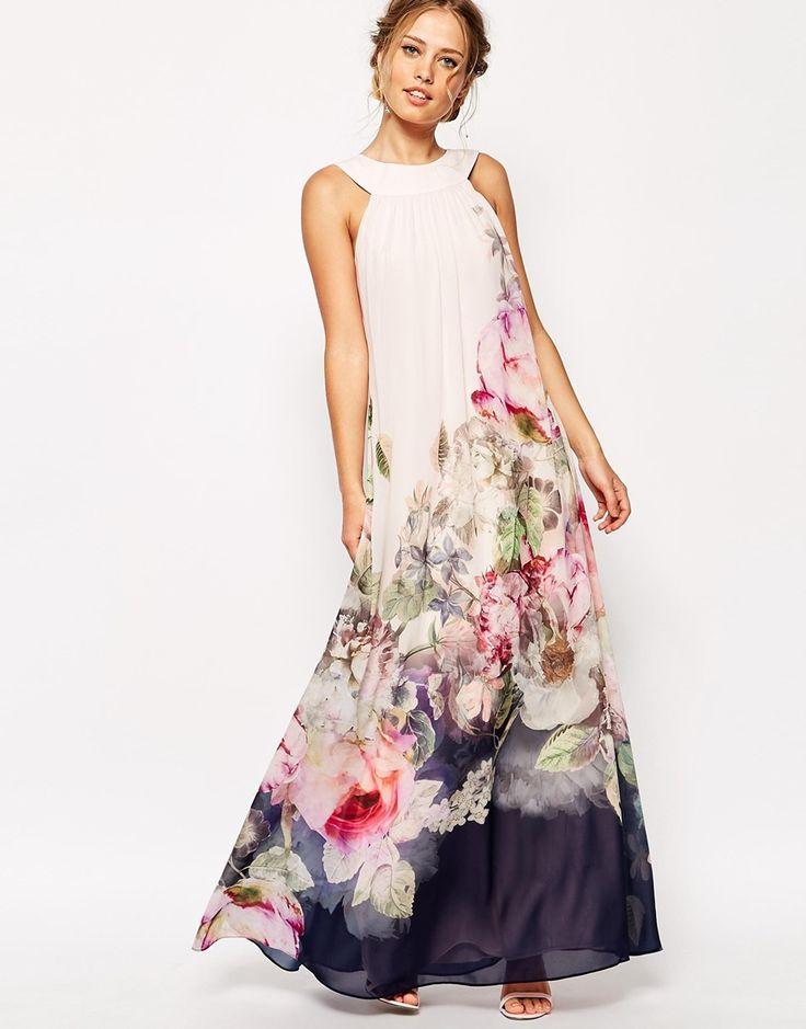Robe a fleur sur la jupe longue et a bretelles