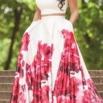 Robe blanche a fleurs rouge sur le jupon maxi size