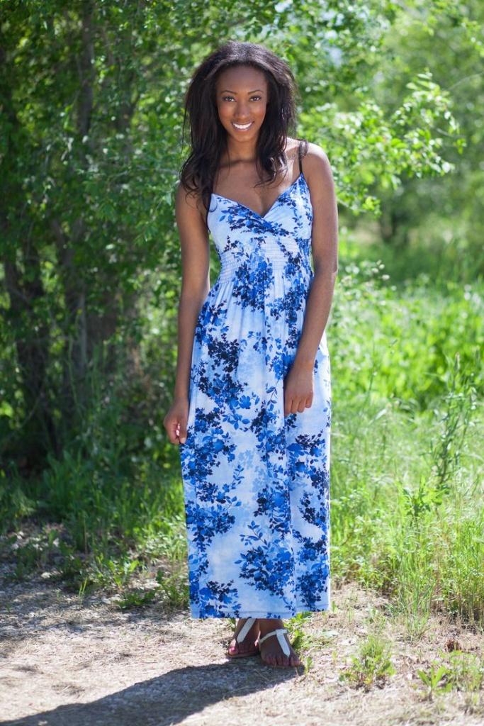 Robe fleur bleue a fines bretelles et taille longue
