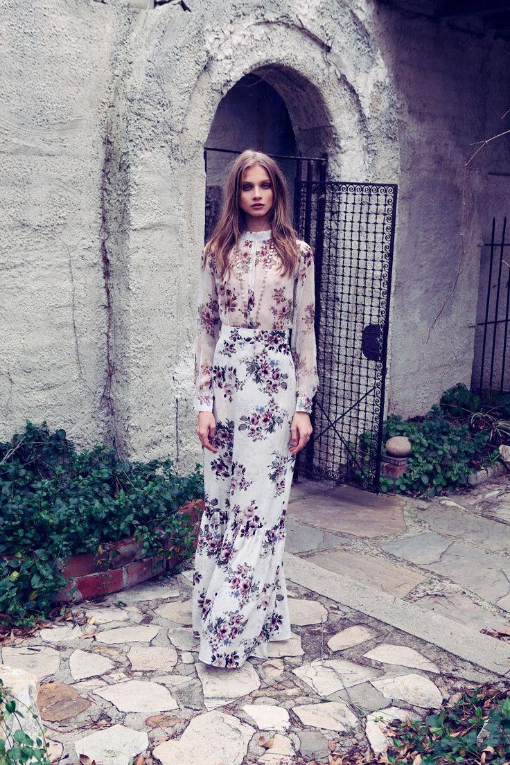 Robe fleurie blanche esprit vintage manche longue
