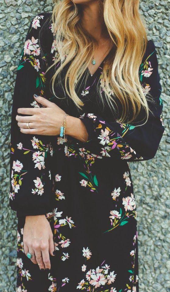 Robe fleurie fond noir avec manches longues