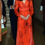 Robe fleurie rouge princesse kate
