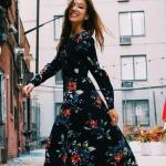 Robe fleurs rouges et bleues fond noir manches longues esprit gipsy