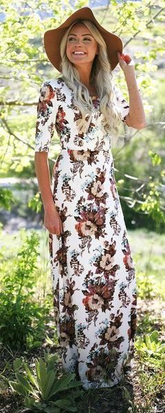 Robe longue fleurie manche mi longue fond blanc