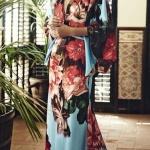 Robe longue style kimono fond bleu imprime oversize floral